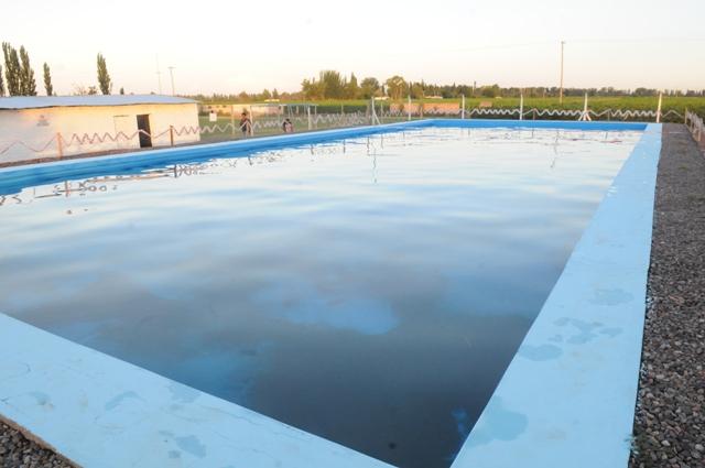 Nueva pileta de natación para el Club Argentino de Los Campamentos