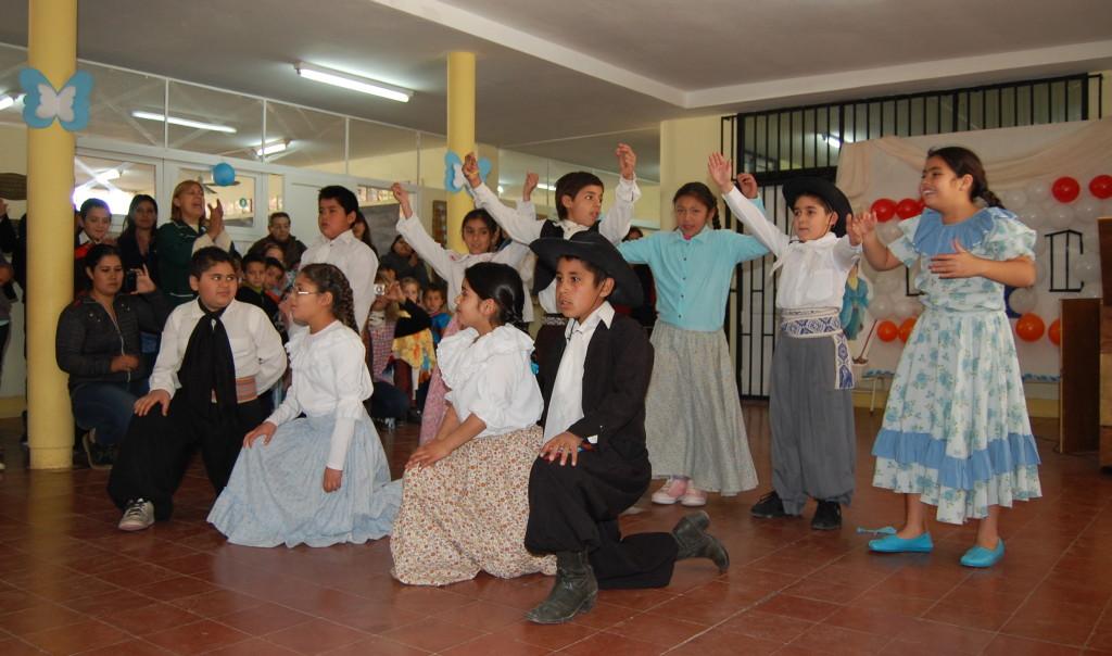 Festejo del Día de la Independencia en la Escuela Acevedo