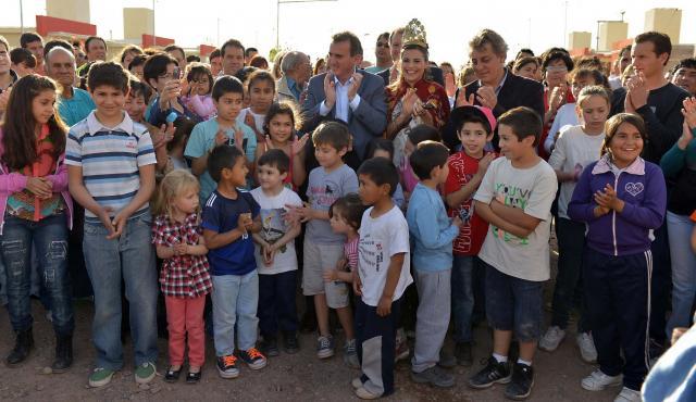 El Gobernador entregó viviendas y mejoramientos habitacionales en San Martín