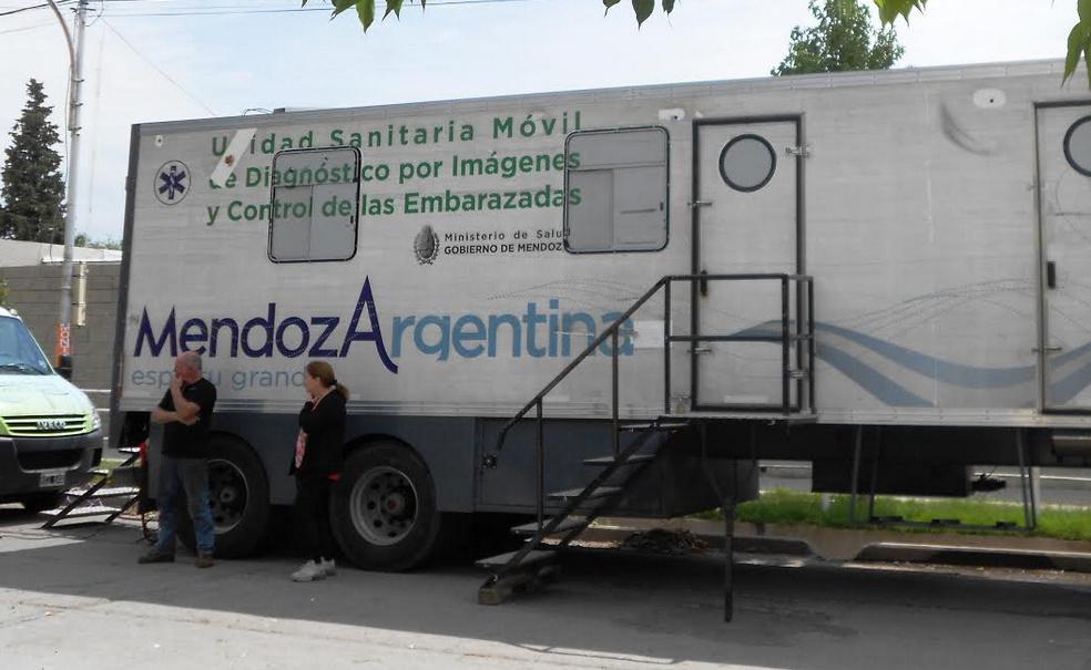 El camión sanitario del Ministerio de Salud paso por el Hospital Saporiti