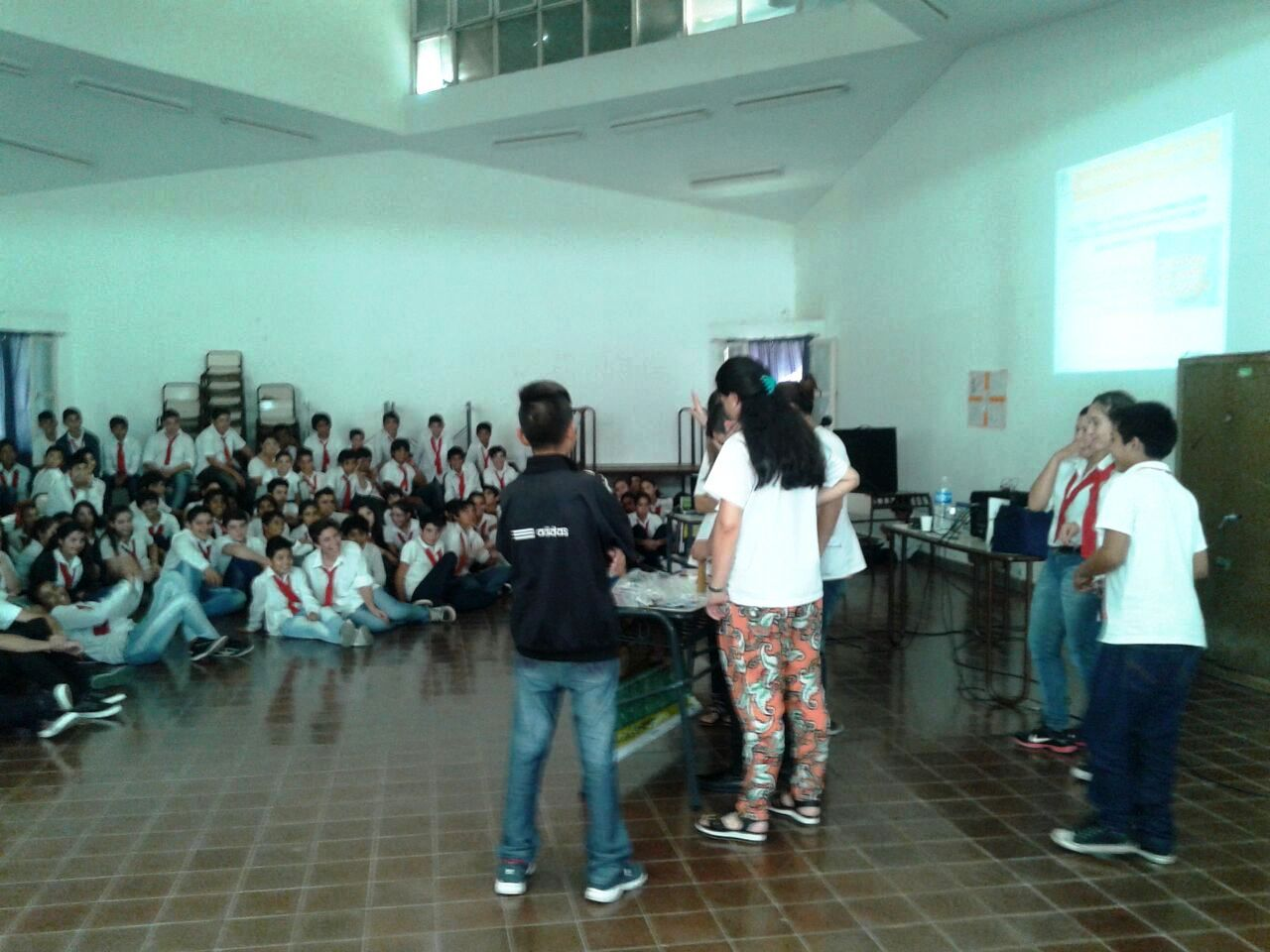 Médicos Residentes del Hospital Saporiti junto a los Adolescentes