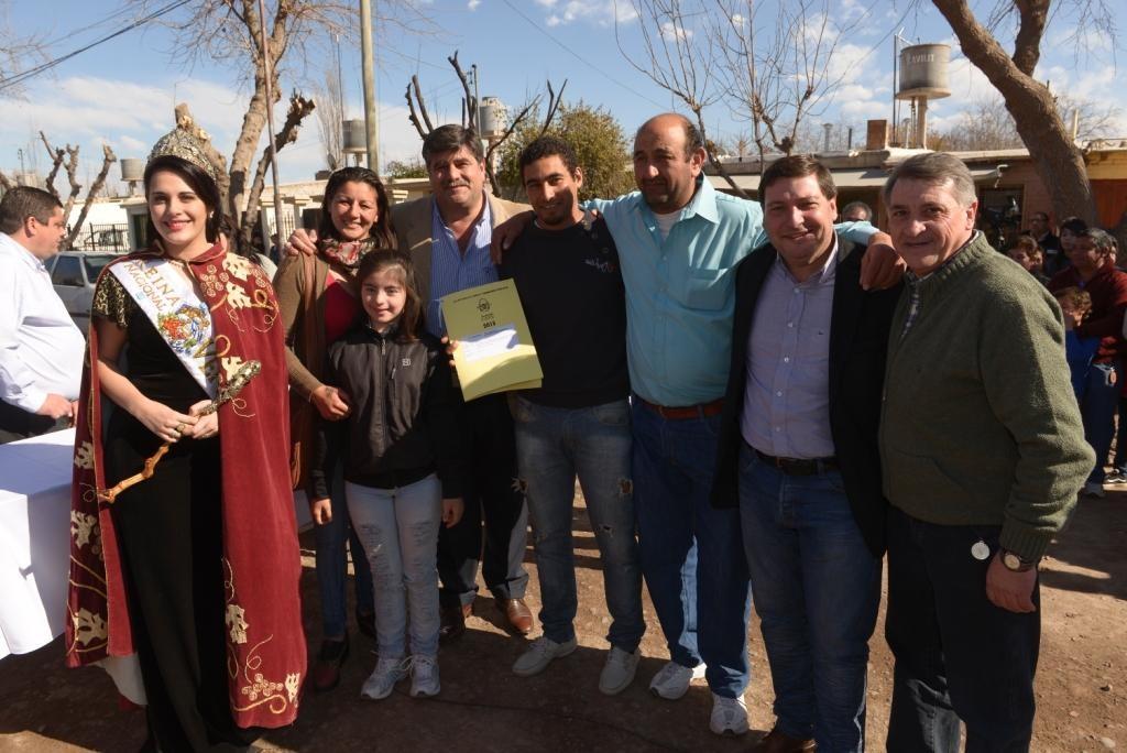 Vecinos de Philipps recibieron nuevas viviendas