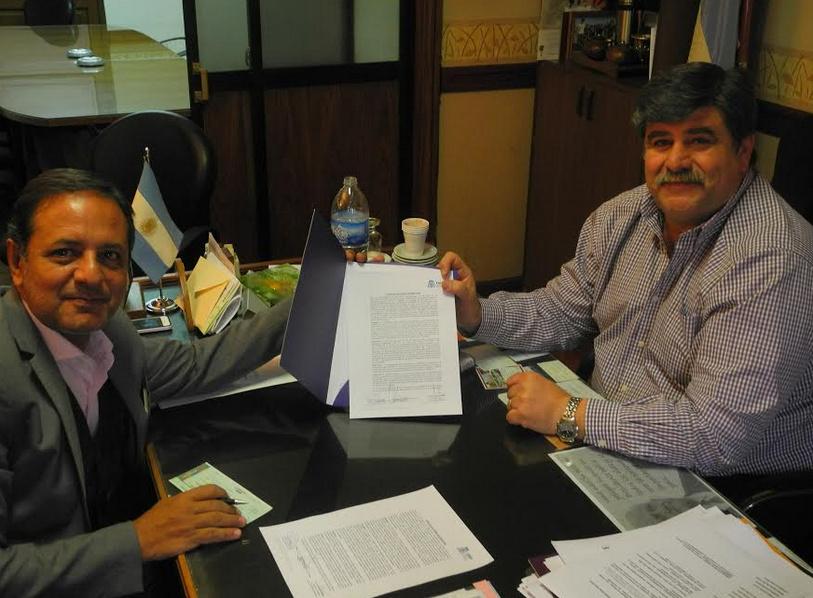 Abed recibió a Neme en su despacho, donde firmaron el convenio
