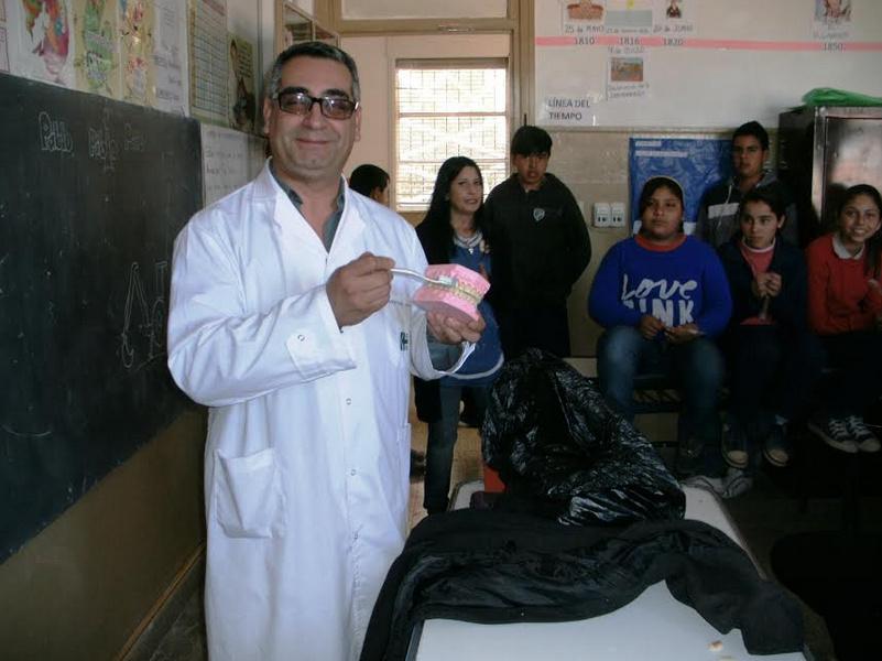 El Hospital Saporiti realizó charla de salud bucal en la escuela Cesar Musse de Reducción