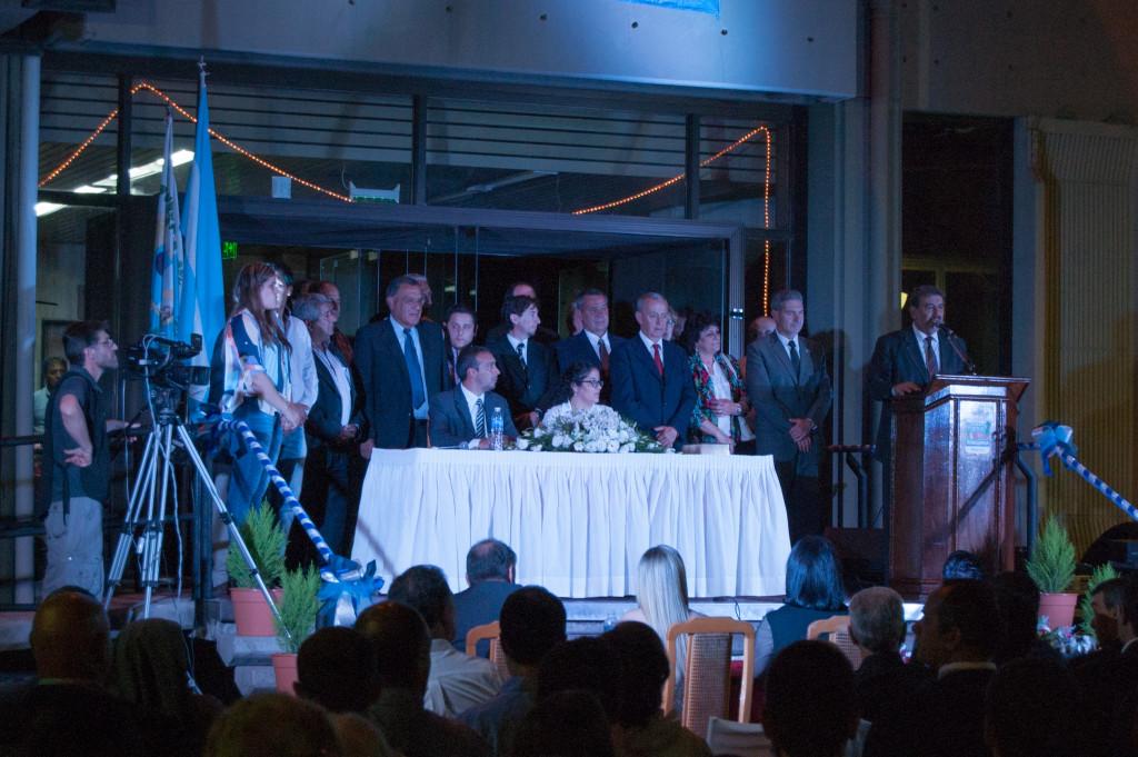 Ricardo Mansur dando sus últimas palabras acompañado de su Gabinete - Foto: Mayra Pereira - Notieste.-
