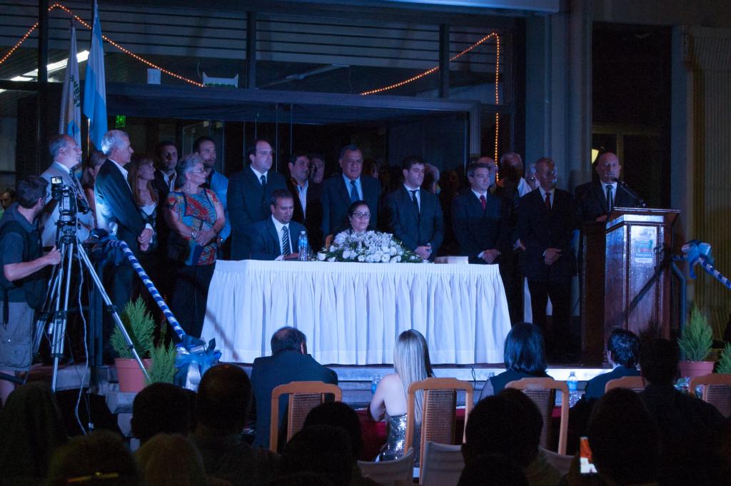Miguel Ronco junto a integrantes de su Gabinete dando su discurso inicial - Foto: Mayra Pereira - Notieste.-