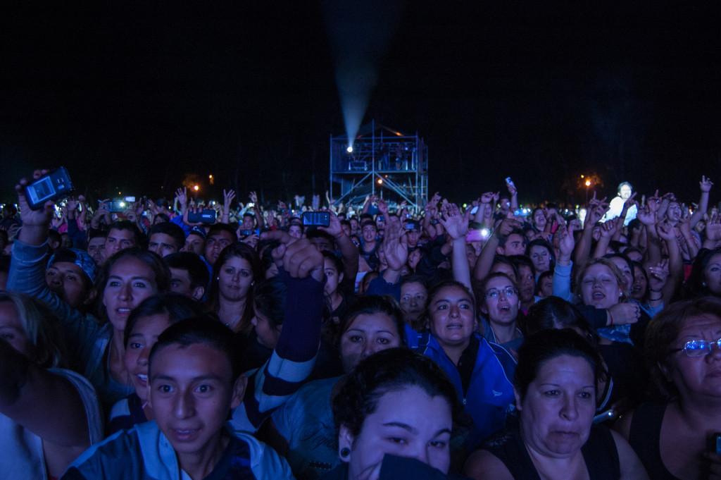 Predio colmado por miles de personas - Foto: Mayra Pereira - Notieste.-