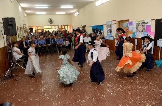 ACTO OFICIAL POR EL DÍA DEL VETERANO Y DE LOS CAÍDOS EN LA GUERRA DE LAS MALVINAS