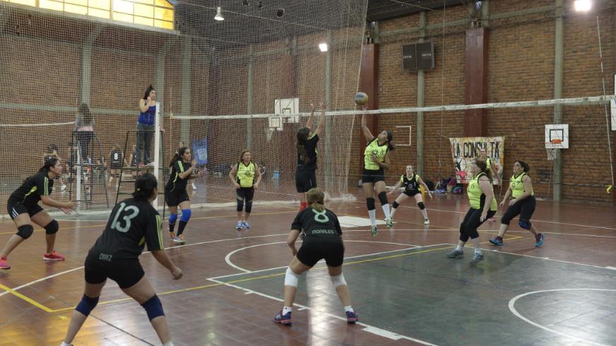 Se disputo el Sexto Torneo de 'Maxi Vóley' en Junín